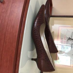 Talbots leather kitty heels pump